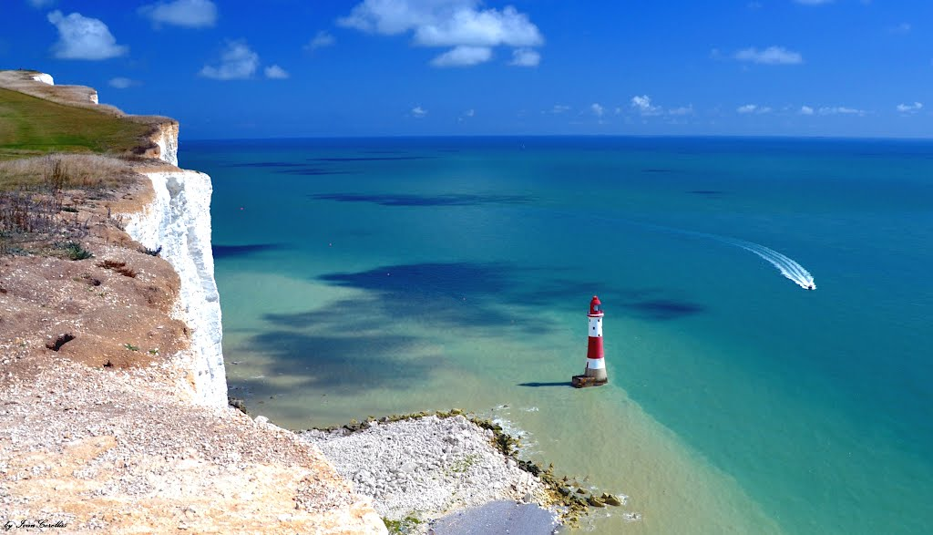 Picture of the view and lighthouse at Beachy Head, Eastbourne